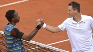 Monfils and Berdych shake hands at the neyt (Thanks to bbc.co.uk)