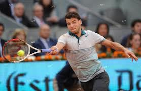 Dimitrov reaches for a forehand in Madrid (thanks to focus-fen.net)