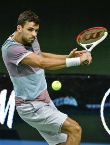 Grigor Dimitrov working that famous backhand (thanks to adn.com)